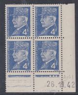 France N° 521A XX : Type Maréchal Pétain : 4 F. Bleu  En Bloc De 4 Coin Daté Du 26 . 11 . 42 ; 3 Pts Blancs Ss Char., TB - 1940-1949