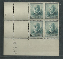 France N° 524 XX :Type Maréchal Pétain: 5 F. Vert-bleu En Bloc De 4 Coin Daté Du 18 . 5 . 42 ; Sans Charnière, TB - 1940-1949