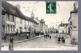 Le Chatelet: Rue Hôtel De Ville (autre Vue) (châtelains Posant Pour La Photo) - Le Chatelet En Brie