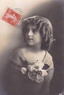 CPA *** Jolie Carte De  Jeune Fille *** Belle Carte . - Retratos