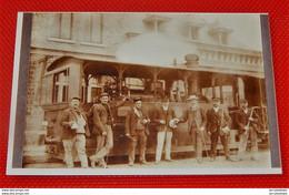 A IDENTIFIER -  Locomotive à Vapeur Et Cheminots (reproduction ) - Stations With Trains