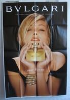 Affiche Publicitaire Abribus - Parfum Pour Femme - Bulgari - Bvlgari - Une Belle Blonde (inconnue) Qui Tient Un Flacon. - Other