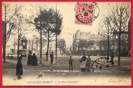 CPA 92 LEVALLOIS-PERRET - La PLACE CORMEILLES (Colonne Morris...vespasienne ? à Gauche) - Levallois Perret