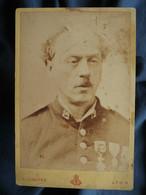 Photo Cabinet A.  LUmière à Lyon - Portrait Gros Plan Militaire Du 12e (infanterie), Médaillés, Circa 1875-80 L557 - Oorlog, Militair