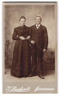 Fotografie J. Lienhardt, Einsiedeln, Glückliches Ehepaar In Vertrauter Pose - Persone Anonimi