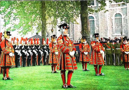 ►  Cpsm Yeomen Warders - Ceremonial Installation Constable - Tower Of London 1960/70 - Régiments