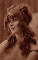 Vraie Photo S2PIA  : Jolie Femme Aux Boucles Brunes Et AU CHAPEAU DE  VELOURS - Frauen