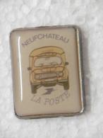 Pin's - Ville NEUFCHATEAU La POSTE 88 VOSGES - Pins Badge PTT Automobile Renault 4L - Ciudades