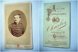 PHOTO CDV 19 EME MILITAIRE SOLDAT  32 SUR LE COL Cabinet CHARLES  A  ORLEANS - Guerre, Militaire