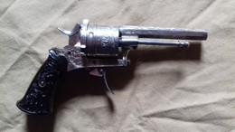 Pistolet Ancien à Broche  8 Mm Ciselée  Mécanique Dans L'état Fonctionne Sauf Ressort De Gâchette - Decorative Weapons