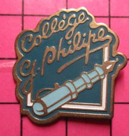 1617 Pin's Pins / Beau Et Rare / THEME : ADMINISTRATIONS / COLLEGE GERARD PHILIPE STYLO PLUME - Administrations