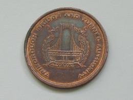 USA - Médaille  TRIBOPOUGH BRIDGE  AND TUNNEL AUTHORITY   **** EN ACHAT IMMEDIAT *** - Professionali/Di Società