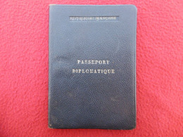 PASSEPORT DIPLOMATIQUE JAPON COREE HONG KONG MACAU CAMBODGE VIETNAM BANGKOK CANADA IRAN USA - Historical Documents