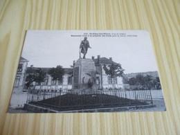 CPA St-Eloy-les-Mines (63).Monument élevé à La Mémoire Des Morts Pour La Patrie (1914-1918). - Saint Eloy Les Mines