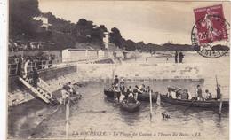 17. LA ROCHELLE. CPA. LA PLAGE DU CASINO A L'HEURE DU BAIN. ANIMATION. ANNÉE 1926 + TEXTE - La Rochelle