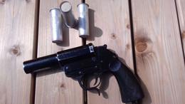 LANCE FUSEE ALLEMAND WW2 MAUSER-WERKE ( Code 237 ) DATE 1940 MODELE HEER 1934 AVEC 3 FUSEES - Decorative Weapons