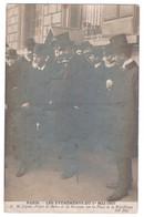 CARTE PHOTO PARIS PLACE REPUBLIQUE : EVENEMENTS DU 1er MAI 1907 - M. LEPINE PREFET DE POLICE ET M. MOUQUIN -z 2 R/V Z- - People