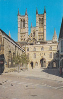 Postcard Lincoln Cathedral And Exchequer Gate  My Ref B14454MD - Lincoln