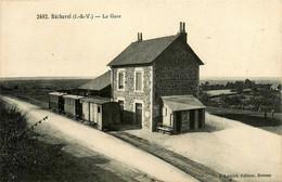 Bécherel * La Gare Du Village * Ligne Chemin De Fer D'ille Et Vilaine * Wagons - Bécherel