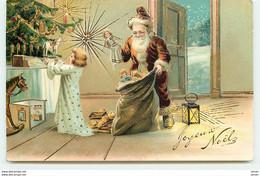 N°15923 - Carte Gaufrée - Joyeux Noël - Père Noël Déposant Des Cadeaux - Altri