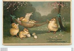 N°13561 - Carte Gaufrée - Preezigas Leeldeenas - Poussins, Dont L'un Lisant Un Journal Dans Un Hamac - Pasen