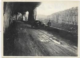 PHOTOGRAPHIE.  LIEUX  DEFILE DE RUOMS 1924.  DIM 115 X 85 - Lieux