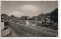 JURA    :  RAHON    Entrée Du Village  1950 - Other Municipalities