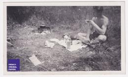 Vacances 1944 - Photo Animée 10,5x6cm Homme Presque Nu Camping Charly Réchaud Café Soldat Armée A54-14 - Persone Anonimi