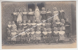 FOTOKAART 1913 BEWAARSCHOOL STATIEWIJK EECLOO / EEKLO / 1STE KLAS MEISJES - Eeklo