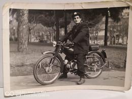 Italia Foto Uomo (Postino ?) Con La Moto   Moto Guzzi ?  105x73 Mm - Sonstige
