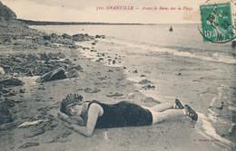 Granville (50 Manche) Avant Le Bain Sur La Plage Nageuse Prenant Un Bain De Soleil En Bords De Mer - Phot Serrand N° 510 - Granville
