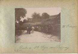 71 SAONE ET LOIRE Sur La Route De ST LEGER SOUS BEUVRAY Char Boeufs Mr François Photo Originale 1895 8 Cm X 10,5 Cm - Otros Municipios