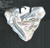Pedentif En Nacre De Moorea Polynésie Française ; 5cm X 4cm - Pendants