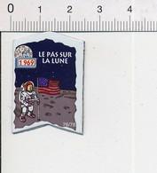 Magnet Le Gaulois Inventions Premier Pas Sur La Lune En 1969 Neil Armstrong Cosmonaute  Mag12 - Magnets
