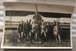 Photo Noir Et Blanc - Groupe D'Aviateurs Posant Devant L'avion - Non Situé - Piloten