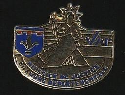 72176-Pin's.huissier De Justice .chambre Departementale. - Administrations