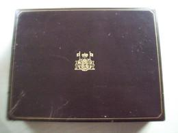 Coffret De Timbres En Argent 925/1000 Représentant La Dynastie Belge +- 500 Grammes,  OXIDES - Colecciones