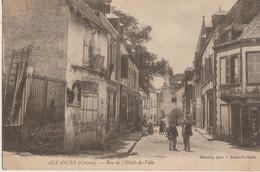 Auzances  23  La Rue De L'Hotel De Ville Bien Animée Chapellerie-Epicerie Et Café - Auzances