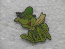 Pin's BD - Grenouille Verte ? Criquet Vert ? - Pins Badge Pour TURNER Animal à Beret Et écharpe - Comics