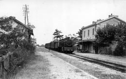 MAUBEC LE COUSTELLET  LA GARE AVEC LE TRAIN - Autres Communes