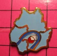 817 Pin's Pins / Beau Et Rare / THEME : ADMINISTRATIONS / 3 DEPARTEMENTS ET UNE BOUCLE DE RIVIERE - Administrations