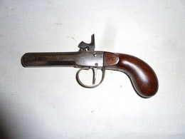 PISTOLET A PERCUSSION ET A COFFRE CANON OCTOGONAL MÉCANISME FONCTIONNEL ÉPOQUE 1830/1840 EN TRES BON ÉTAT - Decorative Weapons