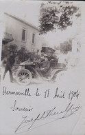 51 - HERMONVILLE - Carte Photo Groupe D'hommes Dans Une Voiture Avec Manœuvre De La Mise En Route Avec La Manivelle - Other Municipalities