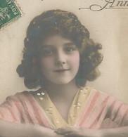CPA  Jolie FILLETTE  Grete Reinwald ?  Détails Repeints - Bonne Année - 1er Janvier - Portraits