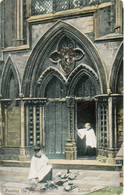Feeding The Pigeons,Lincoln Cathedral 1904 (Pub. Scarborough & Co.Lincoln) - Lincoln