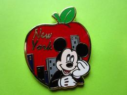 Pin's Disney New York Pomme Mickey - 8F20 - Disney