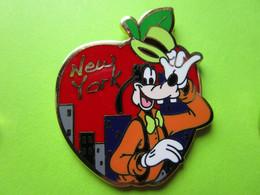 Pin's Disney New York Pomme Dingo - 2I25 - Disney