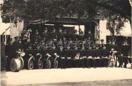 * T2 MÁV Vasutas Zenekar, Csoportkép. Budapesti Sajtó Fotó / Music Band Of The Hungarian State Railways. Photo - Ohne Zuordnung