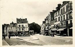 77* FONTAINEBLEAU   Place Carnot - Rue Grande  (CPSM 9x14cm)  RL07.1243 - Fontainebleau