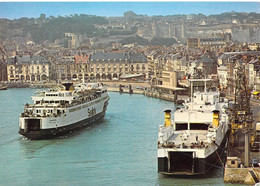 76 - Dieppe - Vue Générale Du Port - Les Cars Ferries, Les Arcades Et Le Château (XVe Siècle) - Dieppe